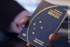 Novo passaporte brasileiros começa a ser emitido no exterior